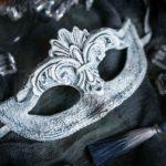 novogodnij-master-klass-po-dekoru-karnavalnoj-maski